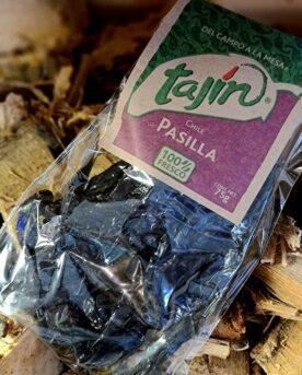 Pasilla torkad chilifrukt med tydlig smak av russin hettan är svag men skön