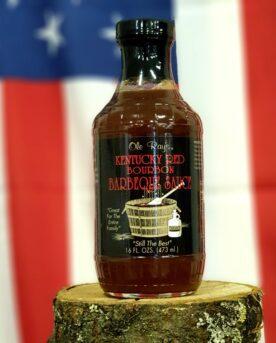 BBQ-sås - Kentucky Red Bourbon Detta är en djup, väl sammansatt och snäll tomatbaserad BBQ sås. En klassisk BBQ sås med både sötma, syra och fin rökighet som för tankarna till milt rökta charkuterier, ingen tung hickoryrök-smocka utan en fin touch. Denna sås passar bra både till gris- och nötkött och är snäll mot smaklökarna (ej stark) och därför ofta omtyckt av även barn. Många av BBQmonsters kunder använder denna sås till pulled pork och den är helt fantastisk i kombination med BBQmonsters rub för pulled pork. Pensla griskött eller nötkött med denna sås och lägg rubben på utsidan eller använd som en kall sås direkt på tallriken. Testa att lägga upp en klick crème fraiche och en klick Kentucky red bourbon på tallriken och rör ihop - en supergod och enkel kall sås är skapad!