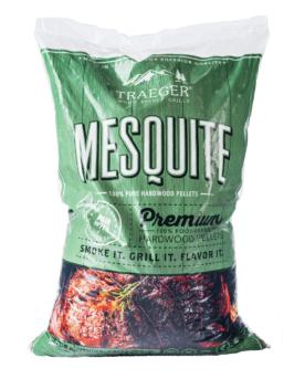 Pellets Mesquite Mesquite ger en robust och tuff rök men till skillnad från rent hårdträ är pellets-versionen av mesquite mindre vass i doften och mer aromatiskt kraftfull. Mesquite passar fint till både kyckling och nötkött och gärna till tuffa tex-mex inspirerade recept. Många slänger också med ett par nävar av mesquite för att få mildare varianter av pellets att utveckla nya höjder. Traegers träpellets är av absolut högsta kvalitet och med en garanterad renhet. Genom att använda olika sorters pellets kan du skapa nya smaker på kött, fisk eller grönsaker. Tips: om du kallröker med rökspån i din vanliga grill så testa använda pellets. Kunder rapporterar att de framgångsrikt skapat sval rök av pellets.