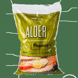 """Pellets Al """"You can call me Al"""" är en riktig klassiker och Al som träslag är en annan - en klassiker för lax och fet fisk men även av tradition använt vid framställning av pålägg och korv. Pellets av Al är given i pelletsskafferiet om du kör fisk då och då. Traegers träpellets är av absolut högsta kvalitet och med en garanterad renhet. Genom att använda olika sorters pellets kan du skapa nya smaker på kött, fisk eller grönsaker. Tips: om du kallröker med rökspån i din vanliga grill så testa använda pellets. Kunder rapporterar att de framgångsrikt gått skapat sval rök av pellets. Made in USA Vikt 9 kg"""