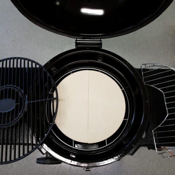Stålkamado Bitno är en extremt välisolerad kamado som kombinerar fördelarna med att vara välisolerad och att vara en reflekterande kamado, och ej en absorberande (som en keramisk kamado är). Detta innebär att energin som frigörs av kolen blir tillgänglig betydlig snabbare jämfört med en kamado med keramiska väggar, vilka absorberar värme tills att materialet är mättat till en viss nivå. I en stålkamado reflekteras värmen tillbaka och blir därmed tillänglig mer eller mindre med en gång.
