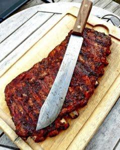 Ribs spare ribs revben av iberico gris är något av det mest tacksamma att börja med om du önskar testa bbq och rökgrillning i low & slow temp i din grill rök smoker eller kamado BBQmonster har köttet, kryddorna och prylarna samt tipsen som får dig att lyckas
