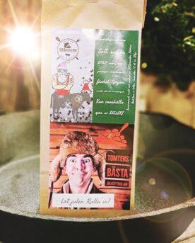 """Kryddblandning för julköttbullar En kryddblandning för julköttbullar eller Kryddmix som även kallas """"Julrub för Köttbullar"""". Denna rub tar hjälp av tre sorters peppar, timjan och ytterligare 10 andra ingredienser för att bli """"julig""""(varav SENAP ingår och spår av SELLERI finnes).Julköttbullar görs bäst på blandfärs. Med fördel maler du din färs själv. Inget slår egenmald färs där själv väljer vilket kött som skall giftas samman. Högrev, TRI-TIP eller Brisket är lyxiga förslag för nötkött. Grisköttet kan komma från fläsk, bacon (halvfryst vid malning!) eller karré. Håll det 50 / 50 i fördelning. Testa att lägga en eller ett par matskedar av denna senap i smeten! Läs julrecepten här"""