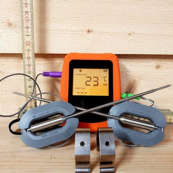 Trådlös termometer med lång räckvidd. Perfekt för BBQ och grillning. Har ingång för upp till 6 stycken nålar (probes). Smart app som ritar graf över temperatur utvecklingen. Lägg in egna larm - max-larm eller intervall-larm. Väderskyddad