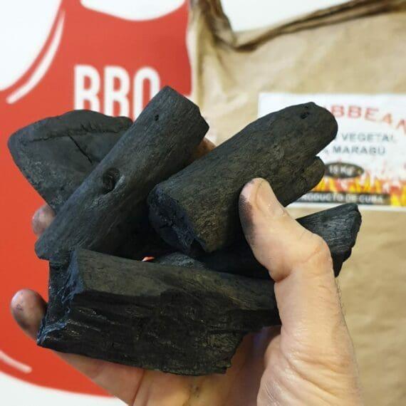 Marabou kol även kallat Cuba kol är mycket omtyckt kolsort. Den klarar att leverera mycket hög värme vilket är önskvärt vid pizzatillagning men kan också glöda länge när du kör BBQ och low & slow - detta styr du genom hur du tänder kolen.