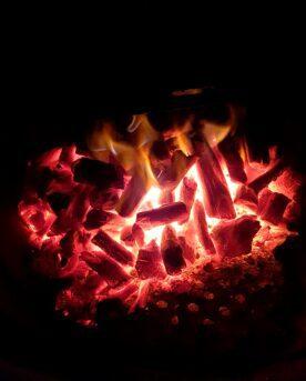 Marabu kol även kallat Cuba kol är mycket omtyckt kolsort. Den klarar att leverera mycket hög värme vilket är önskvärt vid pizzatillagning men kan också glöda länge när du kör BBQ och low & slow - detta styr du genom hur du tänder kolen.