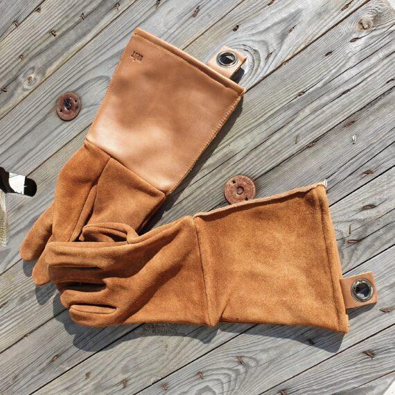 Grillvantar, bbq gloves, långa läderhandskar för grillen, skyddande grillhandskar, snygga och långa handskar i äkta läder som skyddar halvägs upp till armbågen. Instagramvänliga