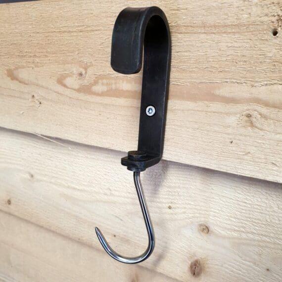 Råaste och snyggaste hängaren för köket kommer i form av en köttkrok! En detalj som lyfter köket och som har funktion: häng upp förklädet, saxen, bbqhandskarna eller vad du nu önskar