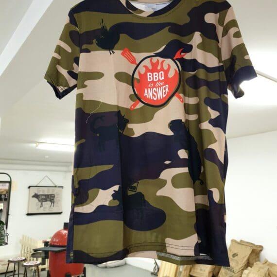 Grill T-shirt BBQ T-shirt En dedikerad T-shirt för grillers, grillnördar, grillhjältar, BBQ-frälsta och andra BBQmonsters. Visa att du lever en BBQlifestyle med denna sköna BBQ t-shirt.