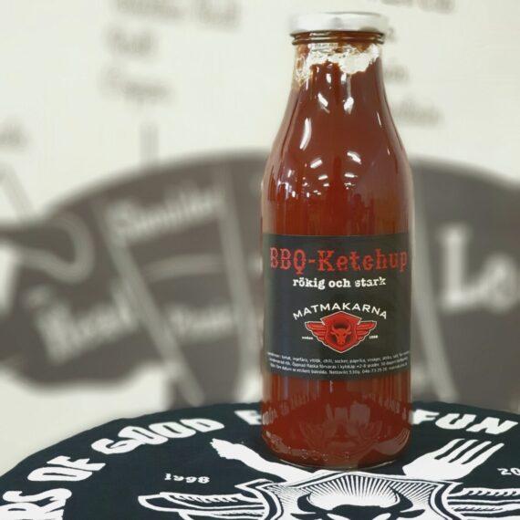 En rökig och lite starkare BBQ ketchup med rötterna i Skånska myllan, närmare bestämt i världsmetropolen Kävlinge. Ketchupen kokas varsamt samman på lokalt avstånd odlade tomater och kryddas upp med bland annat chili, ingefära, paprika och vinäger.
