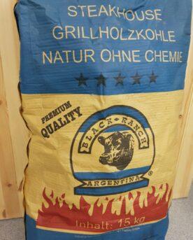 Stora rejäl bitar lumpwood charcoal - Bästa kolen! Ersätt briketterna med grillkol! BBQmonster noterar att användare av Bullet smokers såsom Smokey Mountain från Weber och kunder som kör low & slow i klotgrillar generellt är mer nöjda med Black Ranch Quebracho än någon annan kolsort, detta oavsett om det rör sig om low & slow eller hot & fast. Säcken är gjord av plastväv vilket gör den stark, tålig och motståndskraftig mot fukt.