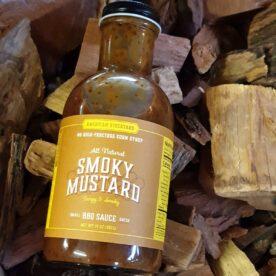 BBQ sauce Smoky Mustard från American Stockyard Detta är en fantastisk BBQ-sås om du gillar senap! Denna BBQ sås från American Stockyard fyller en stor lucka på marknaden - en rökig, syrlig BBQ sås med en frisk och spänstig smak av ljus amerikansk senap. Senapsmaken är inte dominerande utan den kompletterar paletten. Smoky Mustard - gillar du BBQ och senap så är detta kärlek på flaska - yes man Du kan använda denna för att binda rub mot köttet genom att stryka på ett tunt lager med senapssåsen och därefter lägga på din favorit rub eller låt den stå som en kall sås vid bordet - oavsett så bör denna eller liknande sås ingå i varje seriös grillers grundutrustning då den passar till både gris, nöt, fågel och fisk. Såser från American Stockyard görs utan Gluten och innehåller inte heller någon majssirap med högt fruktos-innehåll. Innehåller 425 gram och kommer i en snygg glasflaska med stor öppning. Tips: spara flaskan ifall du gör din egen BBQ sås en dag! Tips: för att få en köttbit tjockare än 5 cm genomkryddad så är nedanstående produkt lösningen. Injicera ex buljong eller rub som du löst upp i vatten eller öl. Testa dig fram med olika smaksättare!