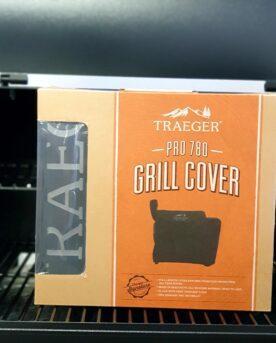 Regnskydd Traeger Pro 780 Regnskydd för Traeger pelletsmoker PRO 780 med artikelnummer BAC504 - Skydda din godbit. Med ett regnskydd minimerar du risken för att fukt ställer till med blöta pellets, så håll din smoker redo för att användas och maximera livslängden. Detta regnskydd är skräddarsytt för PRO 780.