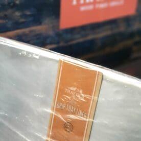 Droppskydd Drip tray liner Traeger pro 575, ironwood 650, timberline 850 Underlätta rengöringen genom att placera ett droppskydd / drip tray liner över värmefördelningsplåten i din Traeger. Detta droppskydd passar till 575, 650 och 850