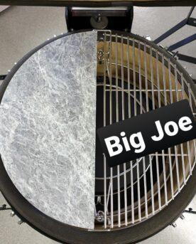 Soapstone täljsten för Kamado Big Joe ett suveränt stekbord för smashburgers fisk och kött i allmänhet