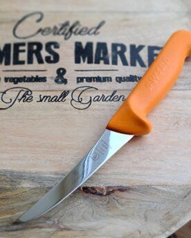 Putskniv - ta bort hinnor och putsa kött i allmänhet - Victorinox Swibo semiflexibelt blad Detta är en suverän putskniv som är Filéknivar från Victorinox används professionellt. Fokus på användarvänlighet, enkelhet att rengöra och ergonomi ligger i fokus. Skaftet som är gjort av Swibo är av konstmaterial som ger ett grymt bra grepp och som är enkelt att rengöra. Handtaget passar både höger- och vänsterhänta. Både skaft och blad är helt fritt från mikroporer vilket gör att både blad och handtag går att får helt rent och desinficerat. TÅL DISKMASKIN! Swiss Made av Victorinox - ett kvalitetsföretag som inte kräver närmre beskrivning. Längd på bladet: 13 cm Längd på skaftet: 13 cm