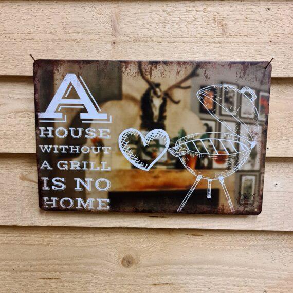 """Tavla, plåtskylt """"A house without a grill is no home"""" Plåtskylt vintage metall, Metalltavla för kök, utekök, grillhörna, BBQ, Bar, Mancave Dekorera din favoritplats med skyltar i plåt och metalltavlor i rustik vintage design som bjuder in till ett skratt eller två ;) Visst är det så att man knappast kan lita på en villaägare som inte äger minst 1 grill. Grillen ger själv till hemmet och huset samt god mat på bordet. Detta är en mysig tavla som håller bättre än den som din faster broderade på syklubben förra våren - """"A house without a grill is no home"""". En given inflyttningspresent till den som skrivit på sitt första huskontrakt och ett sätt för dig att göra tydligt för andra medborgare att du är att lita på #youcantrustmeIBBQ BBQmonster har en häftig samling tavlor i metall som kan vara den perfekta presenten eller tillbehöret till presenten som gör pricken över i:et, eller """"the prick over the eye"""" som man säger i Amerikat... Metalltavlor för grill och BBQ är efterfrågade dekorer till utekök, mancaves och grillhörnor och med BBQmonsters uppsättning är chansen god att du hittar något som passar just dig eller den person du skall köpa presenten till. Presenttips: hitta en tavla som förstärker budskapet på din present, exempelvis en termometer i combo med tavlan """"steak timer"""" Livsnjutare, Foodies och grillare är ofta glada för både god mat och god dryck. Därför kretsar många av dessa metalltavlor på tema Mat, såsom recepttavlor (för exempelvis Pulled pork, Revben / Ribs och Brisket). Eller Dryck (whisky, bourbon, beer, öl, IPA, Cider, Stout och inte minst modedrycken GIN). Tavlorna i metall finns i ett antal olika format, men där det vanligaste är måtten 20 x 30 (stående) cm eller 30 x 20 (liggande). Det finns även ett par större modeller (bland annat runda). Tavlorna har en vikt kant så inga vassa kanter existerar. Hörnen är försedda med hål (på det fyrkantiga tavlorna) där du enkelt med två eller fyra spik eller skruvar fäster upp tavlan på underlaget. Du kan även an"""
