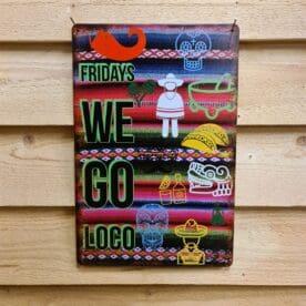 """Tavla skylt """"Taco Loco"""" Vintage skyltar i plåt. Skylt för kök, utekök, grillhörna, BBQ, Bar, Mancave Dekorera din favoritplats med skyltar och metalltavlor i rustik vintage design som bjuder in till ett skratt eller två ;) Fridays we go loco - Taco Loco! Älskar du också fredagsmys med hemmalagad Tex-mex-mat? hylla då fredagen och fredagsmyset med denna plåtskylt i härlig Mexikansk stil. Pssst - har du testat BBQmonsters egna kryddblandning med samma namn - Taco Loco ? Tavlor i metall och plåtskyltar? BBQmonster har en häftig samling tavlor och skyltar i metall som kan vara den perfekta presenten eller tillbehöret till presenten som gör pricken över i:et, eller """"the prick over the eye"""" som man säger i Amerikat... Metalltavlor för grill och BBQ är efterfrågade dekorer till utekök, mancaves och grillhörnor och med BBQmonsters uppsättning är chansen god att du hittar en skylt som passar just dig eller den person du skall köpa presenten till. Ett presenttips kan vara att om du köper låt säga ett paket spanska ginglas att då komplettera med en skylt som förstärker budskapet. Samma sak kan appliceras Ölglas, Kamados osv. Livsnjutare, Foodies och grillare är ofta glada för både god mat och god dryck. Därför kretsar många av dessa vintage skyltar och metalltavlor på tema Mat, såsom recepttavlor (för exempelvis Pulled pork, Revben / Ribs och Brisket). Eller Dryck (whisky, bourbon, beer, öl, IPA, Cider, Stout och inte minst modedrycken GIN). Tavlorna i metall finns i ett antal olika format, men där det vanligaste är måtten 20 x 30 (stående) cm eller 30 x 20 (liggande). Det finns även ett par större modeller (bland annat runda). Skyltarna har en vikt kant så inga vassa kanter existerar. Hörnen är försedda med hål (på det fyrkantiga tavlorna) där du enkelt med två eller fyra spik eller skruvar fäster upp tavlan på underlaget. Du kan även använda dubbelhäftande tejp om det passar bättre mot underlaget."""