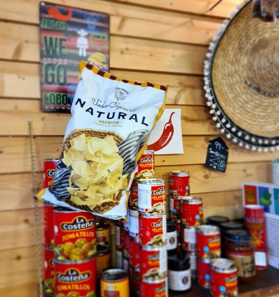 """Tortilla premium chips, glutenfria majschips - gjorda på White Masa Harina majsmjöl - Nuevo progresa premium tortilla natural Dessa premium tortilla chips av masa harina majsmjöl förvandlar din tacokväll till succé. Nuevo progresa är autentiska premium tortilla chips som är så mycket mer krispiga än de """"bovetekakor"""" som du hittar i butikerna. Detta är en bigbag av super tortilla chips. Nettovikt 400 gram"""