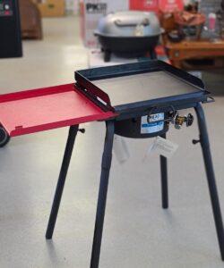 Stekbord Stekhäll - gjutjärns plancha på benställning och en rejäl brännare Stekbord eller så kallad