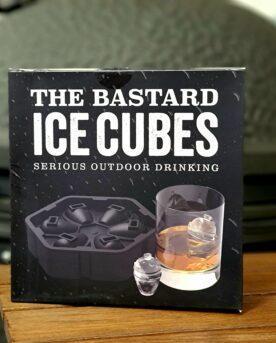 """Iskuber - Kamado Bastard perfekta för din fredags Bourbon! enkel att fylla...(alltså formen) Äntligen en form för is som är som """"gjuten"""" för oss som grillar med en Kamado, iskub Kamado grill Iskuber - Kamado bastard ca 3x3x2cm- smälter långsamt Iskuber som formas i tvådelade formen - enkelt att fylla på. Storleken är perfekt för att rymmas i stora tumbler Bourbon glas Perfekt för den överdimensionerade Jack Daniels stänkaren."""