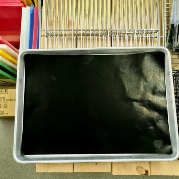 """Non-stick grillmatta, 30x43cm, """"evigt bakplåtspapper"""" för grill, pelletsmoker, ugn och bakning även perfekt för bakning istället för bakplåtspapper Non-stick grillmatta gjord för att passa perfekt i en grill, på en plåt, en kylskåpsanpassad aluminiumbricka, pelletsmoker, en traeger mm. Non-stick Grillmattan kan användas om och om igen och kan användas på mängder av sätt, även klippas till andra storlekar om så önskas. Materialet är ungefär dubbelt så tjockt som andra på marknaden tillgängliga varianter. Grillmattan tål upp till 260 grader och tåler att diskas i maskin. Båda sidorna kan användas. Materialet är fritt från skadliga PFOA"""